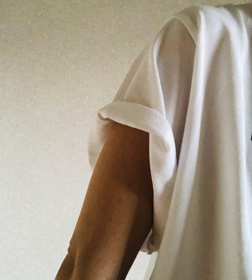 袖 めくる  Tシャツ